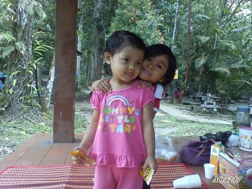Posing dengan Kakak Alesya